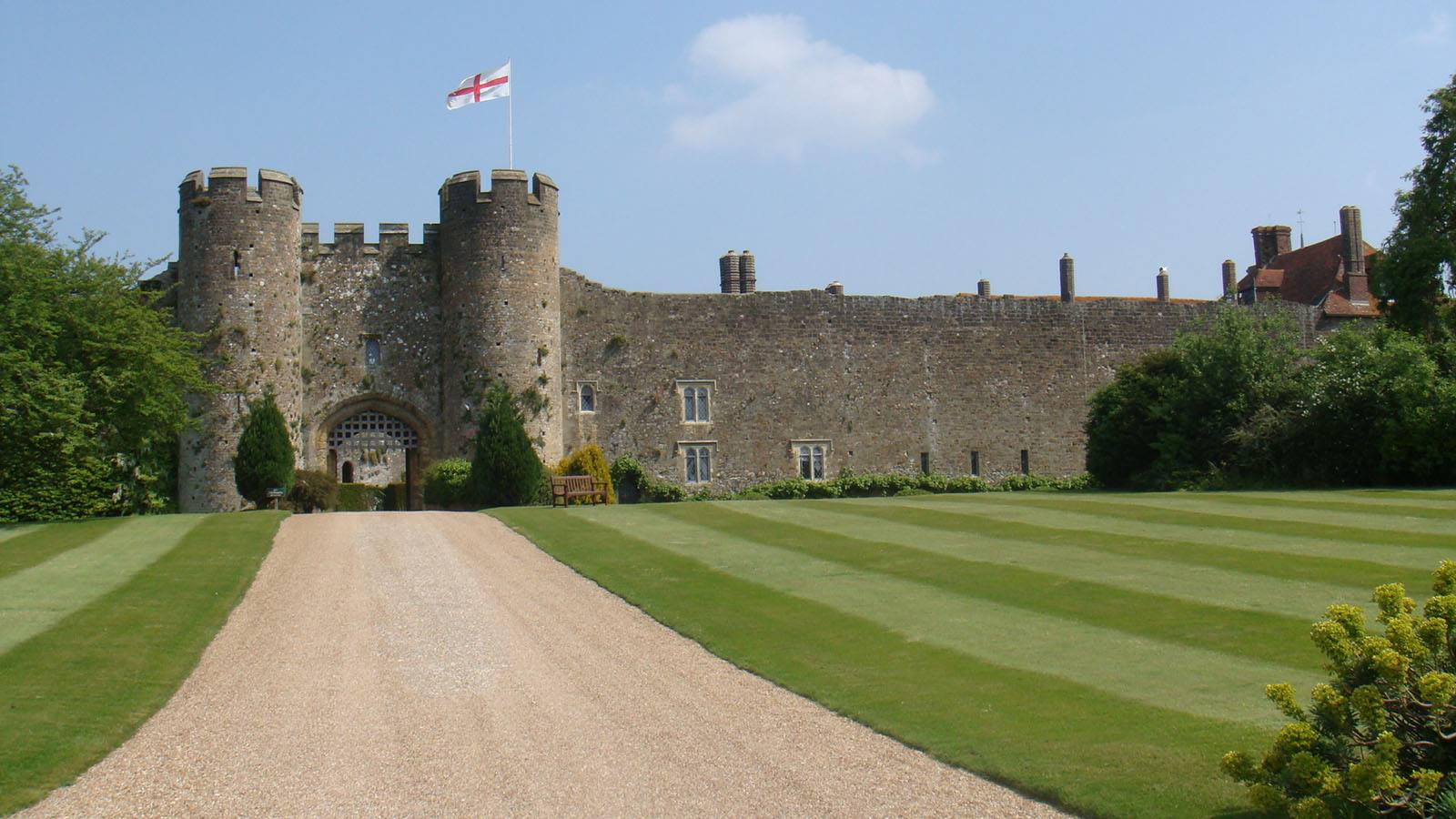 england castle vacations stay in a historic castle in england. Black Bedroom Furniture Sets. Home Design Ideas